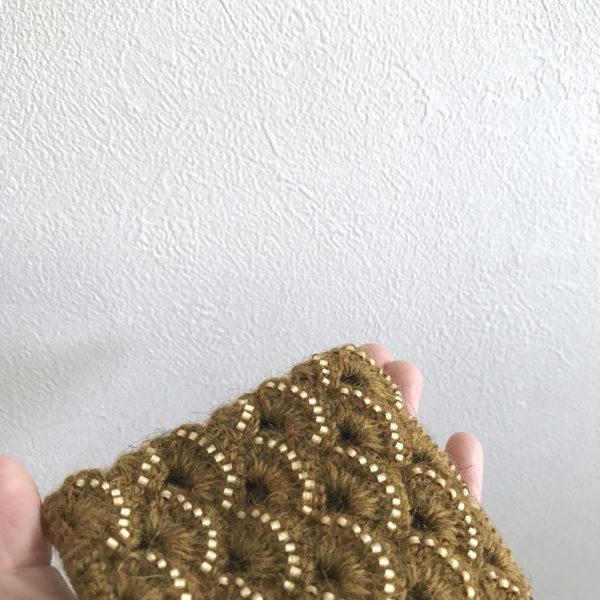 「冬のかぎ針あみこもの」ビーズ編みポーチ