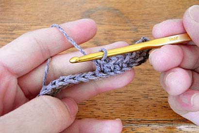 ④3段目を編んでいる途中の様子
