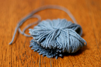 ④毛糸のわをカットします