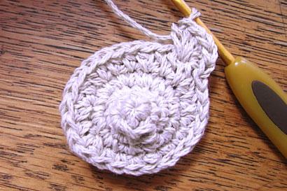 ③中長編みを5目編み終えました