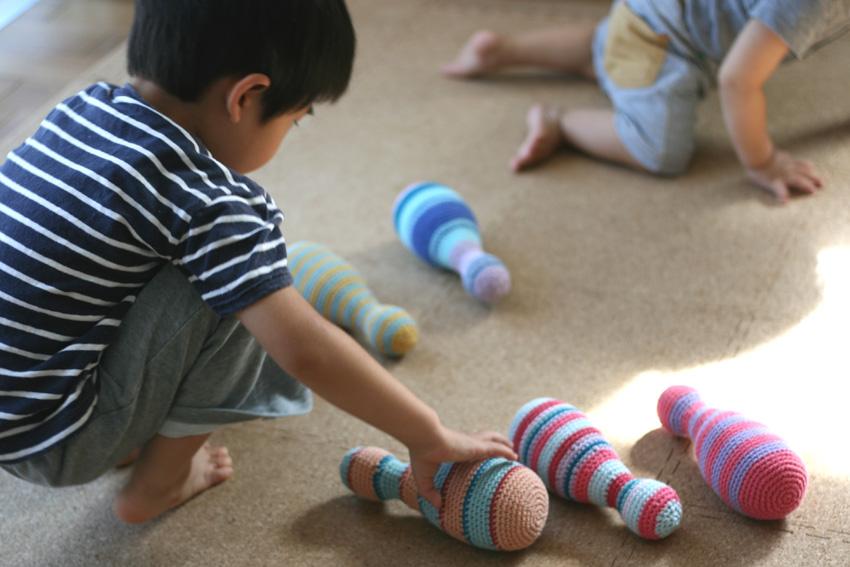 かぎ針編み ボーリングピンで遊ぶ