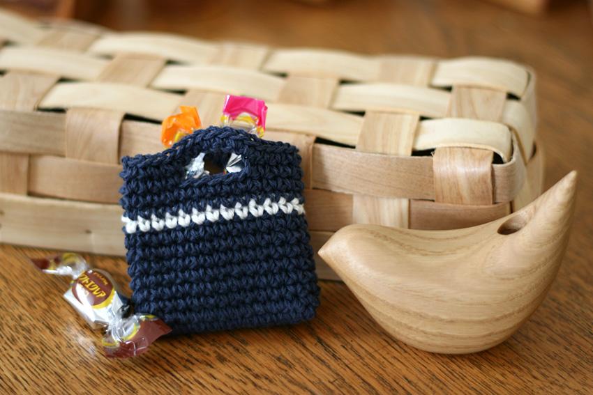 かぎ針編み 小さなバッグにキャンディー