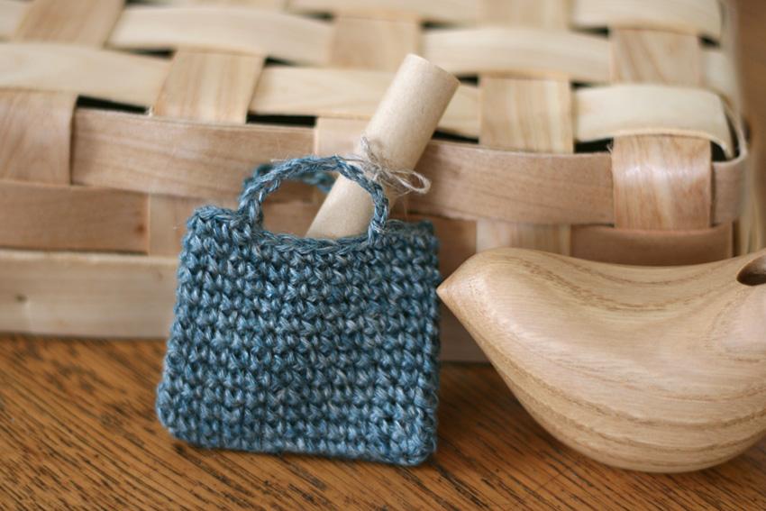 かぎ針編み 小さなバッグにお手紙