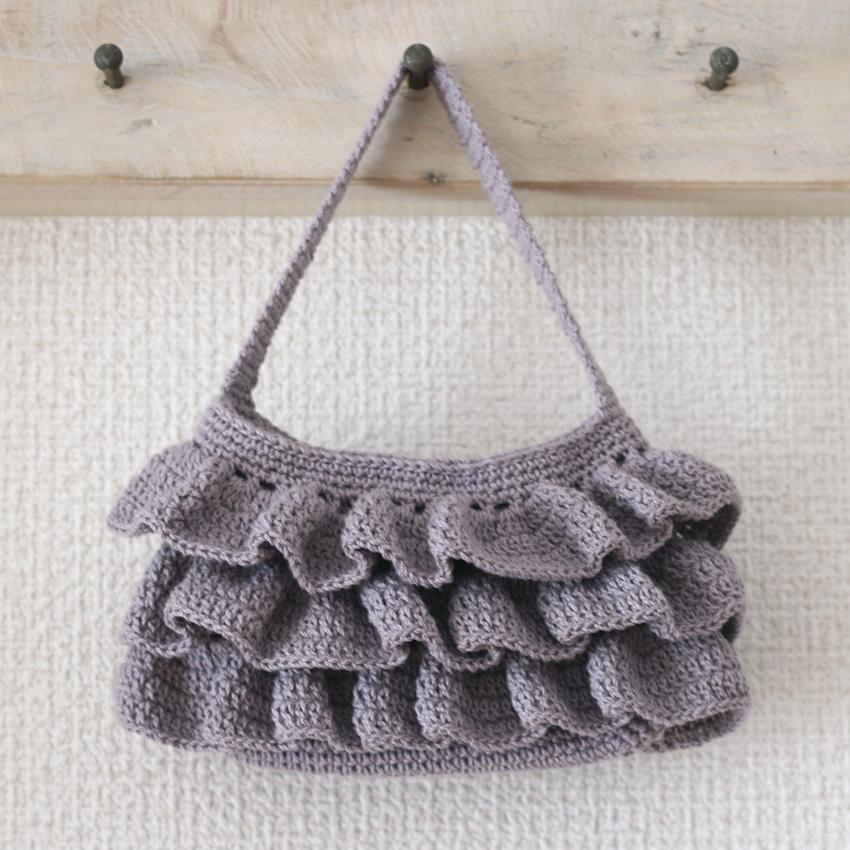 かぎ針編み フリルのミニ・ポーチ
