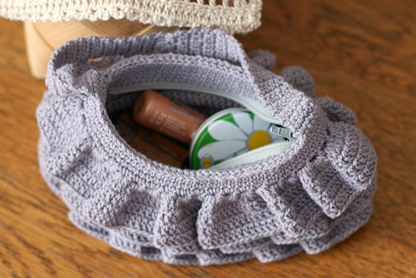 かぎ針編み フリルのポーチ 化粧ポーチにも