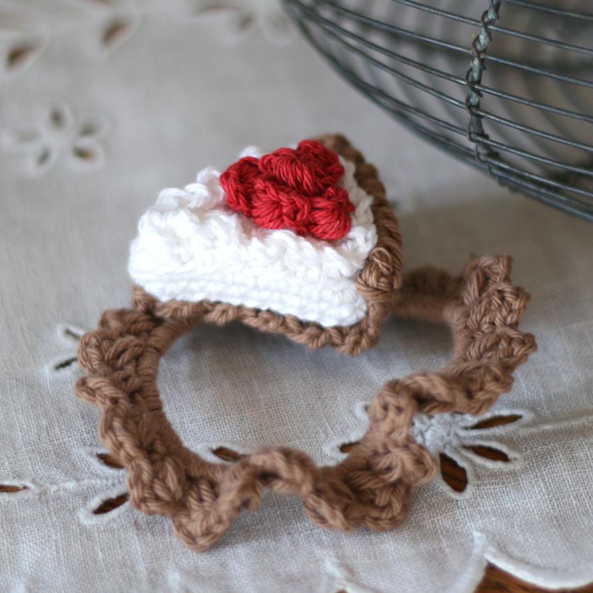 かぎ針編み いちごタルトのヘアゴム