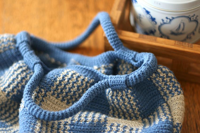 かぎ針編み ギンガムチェックのバッグ 持ち手