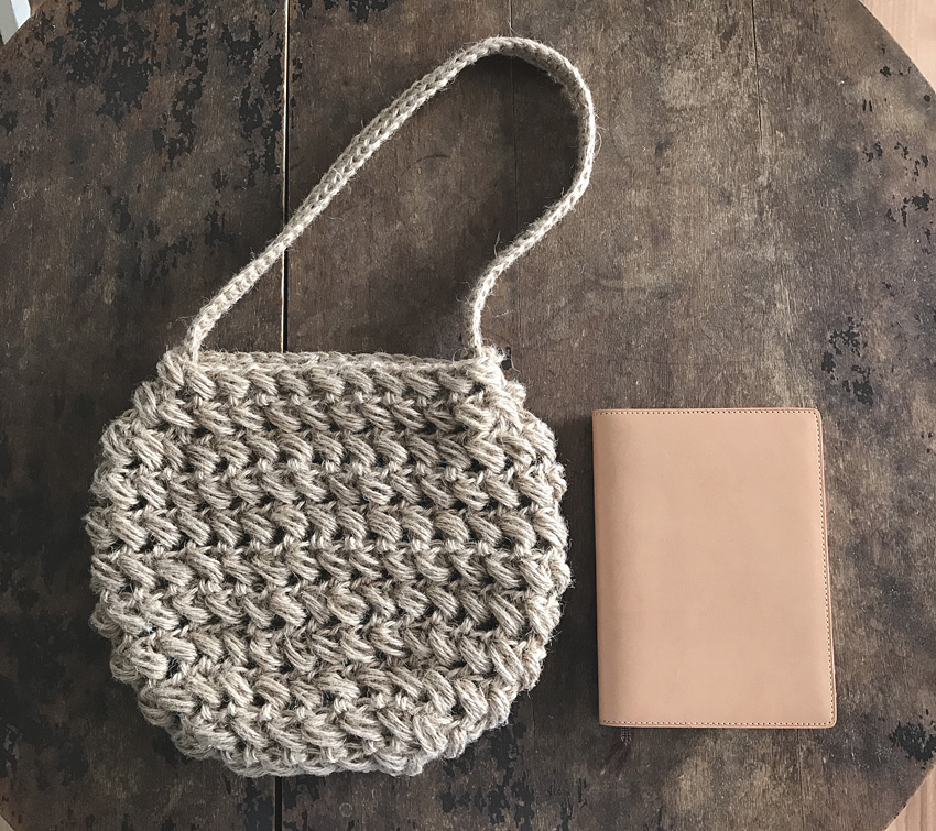 かぎ針編み バッグ 文庫本が入るサイズ
