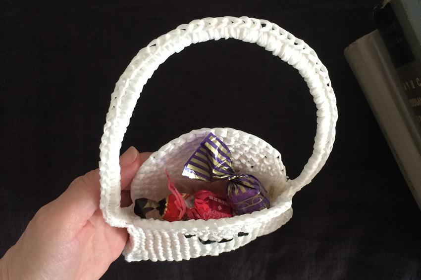 かぎ針編み おばけバッグにはお菓子を入れても