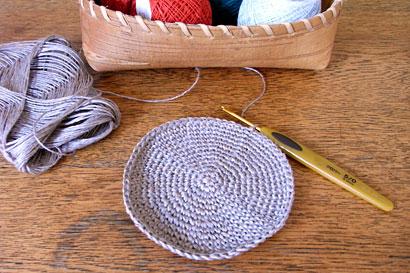 かぎ針編み 麻の葉模様Ⅱ ①底のこま編みが終わったところです