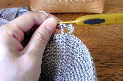 かぎ針編み 麻の葉模様Ⅱ ③立ち上がり目の根元に、長編みを1目編みつけます