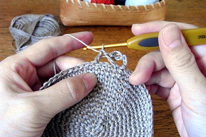 かぎ針編み 麻の葉模様Ⅱ ④3目分あいだを空けて、長編みを1目編みます