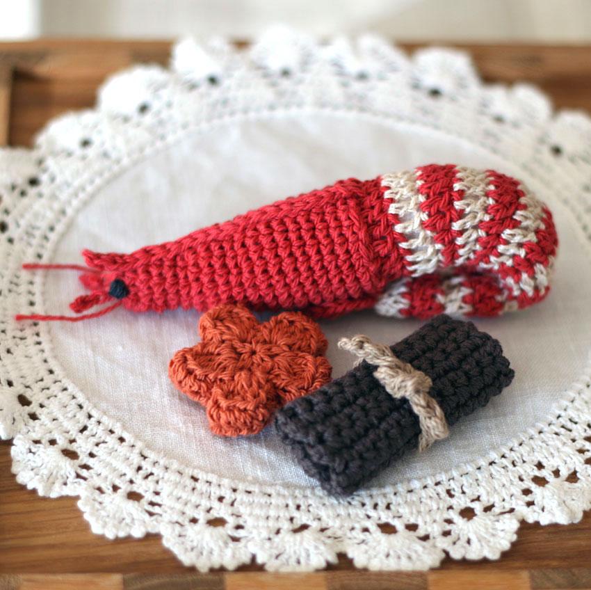 かぎ針編み おせち料理(えび、にんじん、昆布巻き)