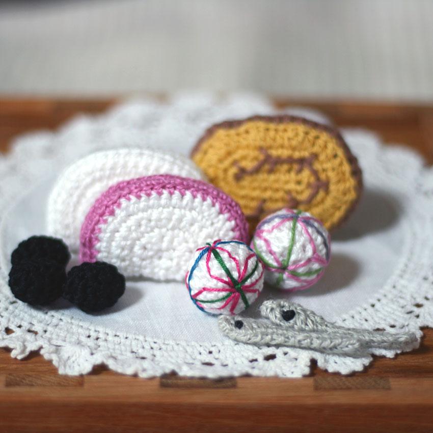かぎ針編み 無料編み図_おせち料理(かまぼこ、伊達巻き、手まり麩)