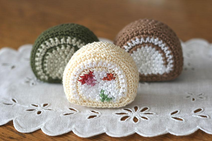 かぎ針編み フルーツ入りロールケーキ例