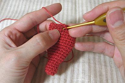 ②1段ずつ真下にさがるように引き抜き編み