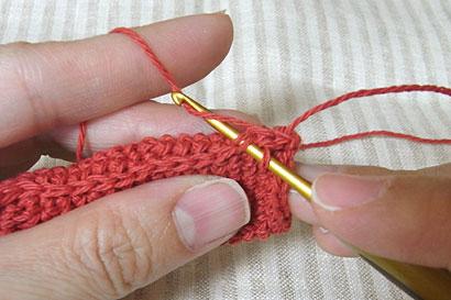 ⑤引き抜き編みで編み進んでいきます
