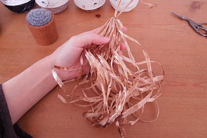 ⑧ノートの台紙から糸をはずしました
