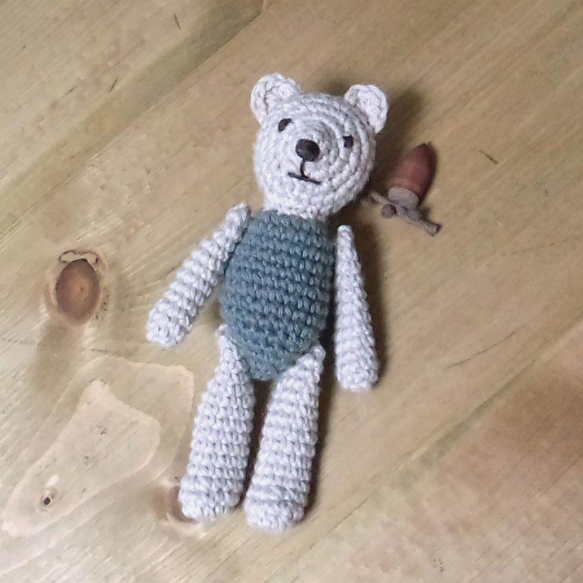 かぎ針編み くまの編みぐるみ