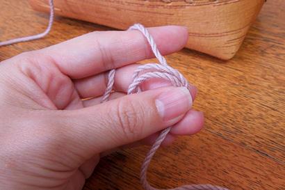 かぎ針編み わ編み [3]糸の輪を持ち直します