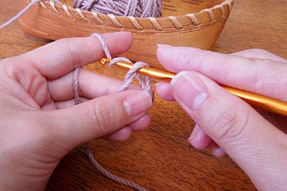 かぎ針編み わ編み [5]針に糸をかけます