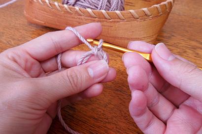 かぎ針編み わ編み [7]もう一度糸をかけ引き出します