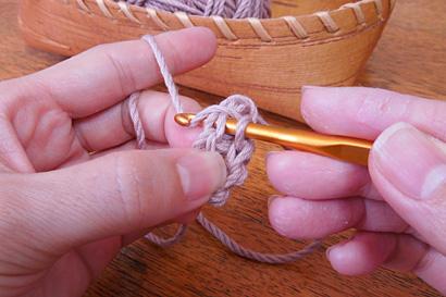 かぎ針編み わ編み [16]糸をかけ、3つのループから引き出します