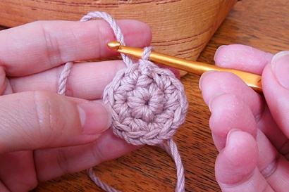 かぎ針編み わ編み [35] 引き抜き編みが完成し2段目が終了です