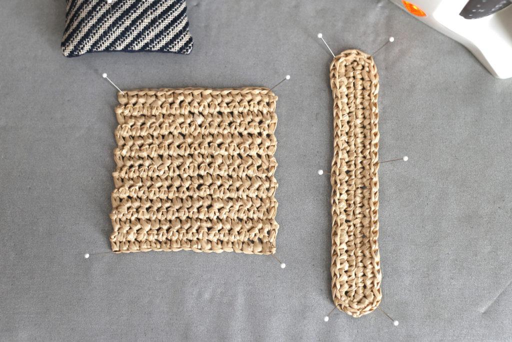 かぎ針編み 端を待ち針でとめます