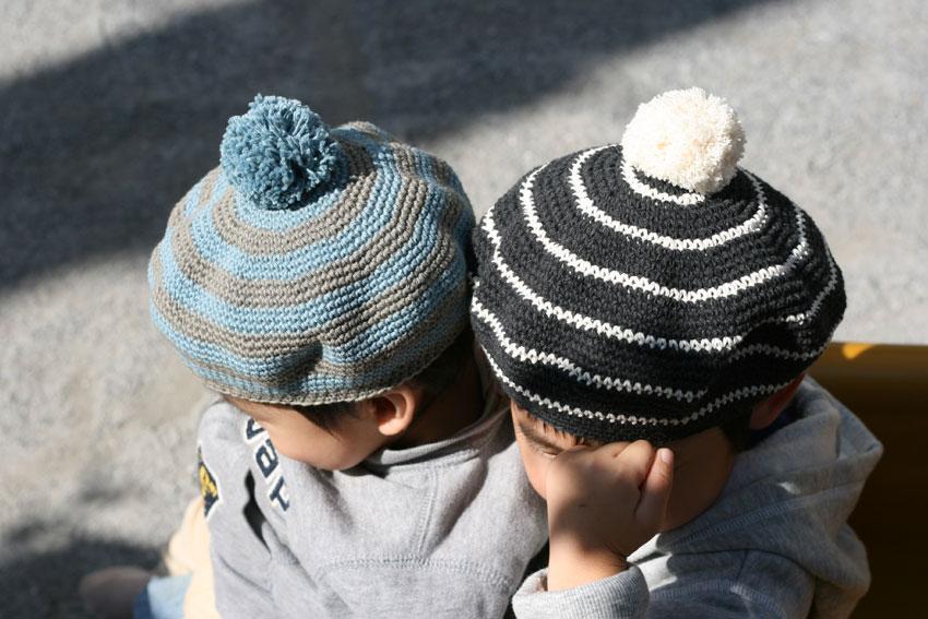 かぎ針編み ボンボンつき子どもベレー帽