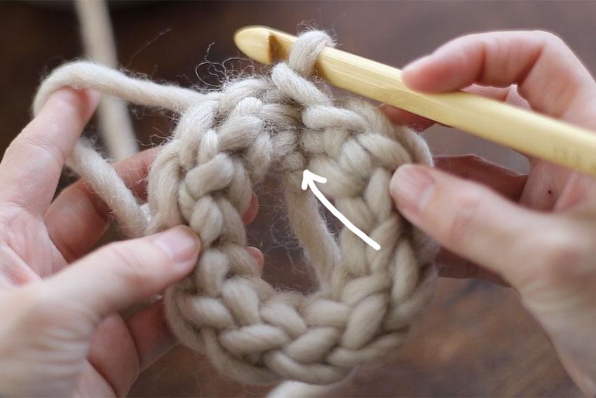 かぎ針編み 編みはじめ位置が離れています