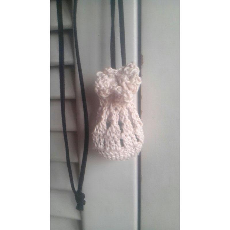 じゅりさんの「小袋ペンダント」かぎ針編み 作品
