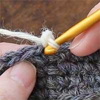 こま編み[3] 針を入れるのはここです。