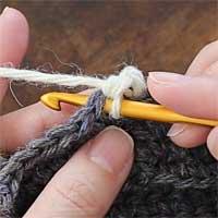 こま編み[8] 次の目は、となりに針を入れて[4]~[7]を繰り返します。