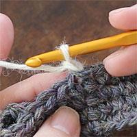 こま編み2目一度[1] 立ち上がりのくさりを編みます。