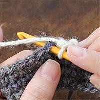 こま編み2目一度[8] 次の目に針を入れ [2]~[7]の手順を繰り返します。