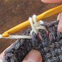 こま編み表引き上げ編み[3] かけた糸を引き出しました。
