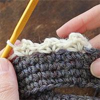こま編み1、くさり2、こま編み1[6] 3模様編むとこのようになります。