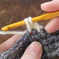 ねじりこま編み[2] 引き出しました。このとき、ややゆったりめに糸を引き出しておきます。