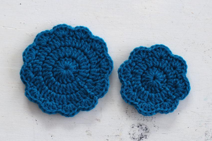 アクリル毛糸で編んだかぎ針編みのコースター