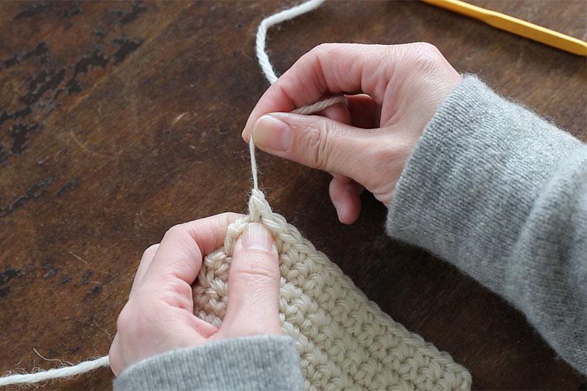 [4] 糸の根元を引き締めます。