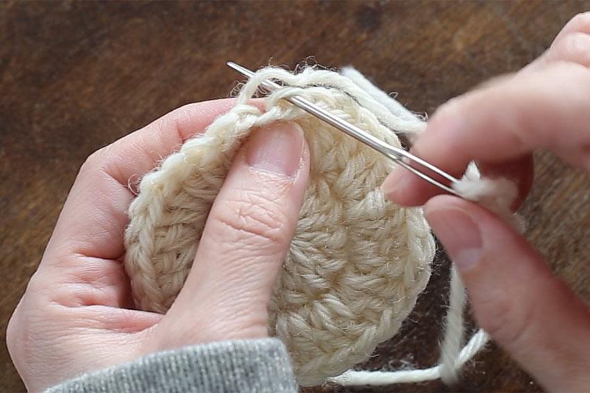 [7] 針を入れるとこのようになります。そのまま針を引き抜きます。