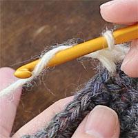 中長編み2目一度[1] 針に糸をかけ、