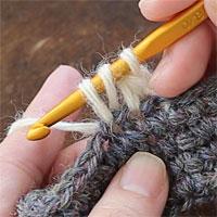 中長編み2目一度[3] 糸をかけて引き出します。