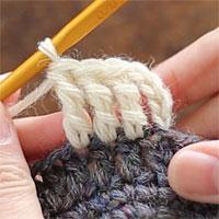長編表引き上げ編み[8] 長々編みが4目編めました(立ち上がりのくさりも1目と数えています)。