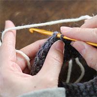 わ編みの段の変わり目で糸をつける