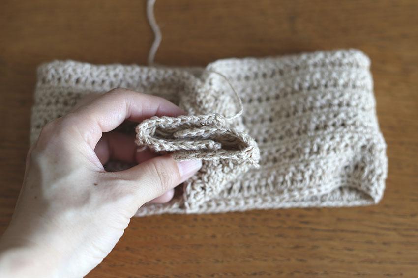 かぎ針編み クロスヘアバンド ④編み地4枚を重ねる