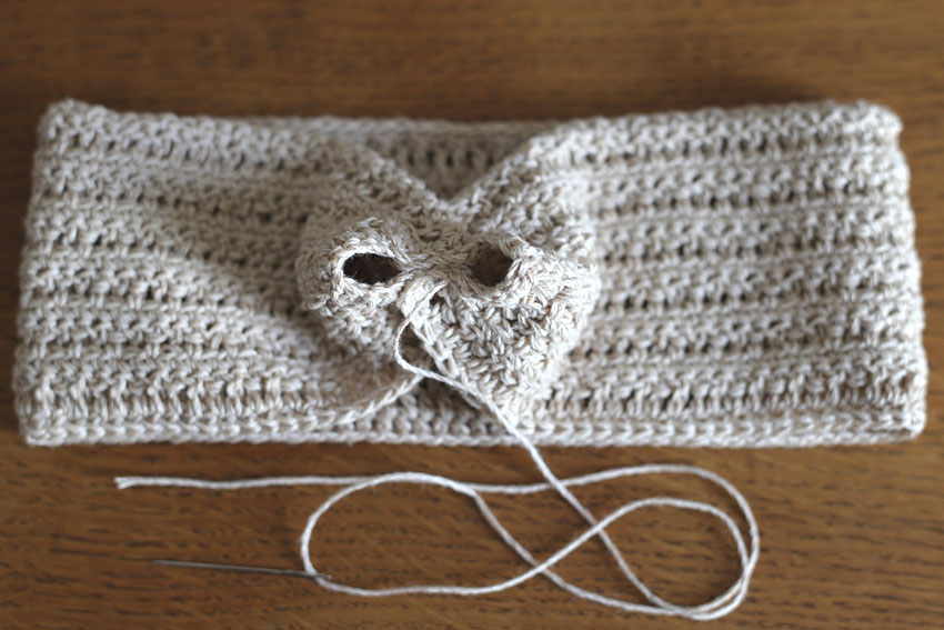 かぎ針編み クロスヘアバンド ⑦4目縫いとめたところ