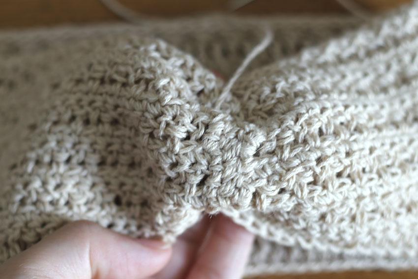 かぎ針編み クロスヘアバンド ⑩縫いとめ完成