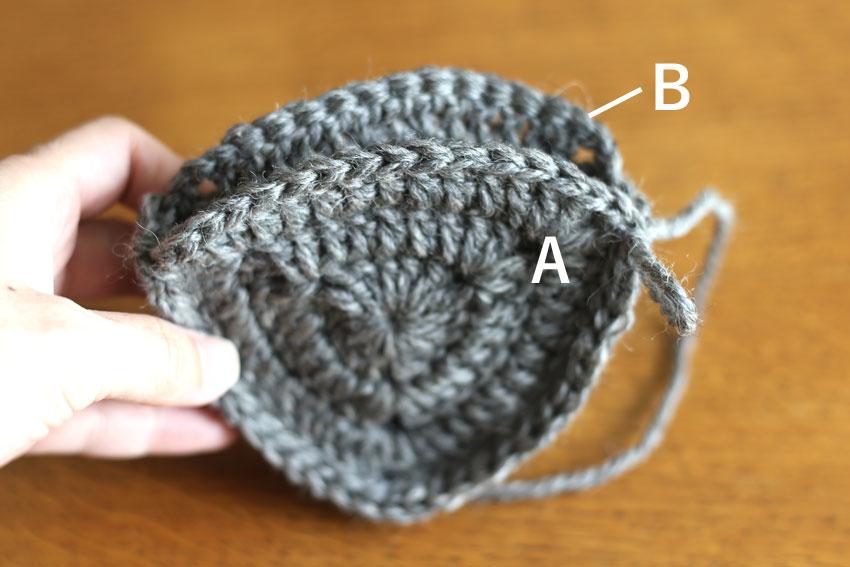 かぎ針編み エンブレムポーチ ⑥AとBを2辺はぎ合せたところ